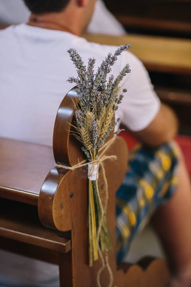 Church Decor (wheat, lavender); okrasitev cerkve (pšenica, sivka)