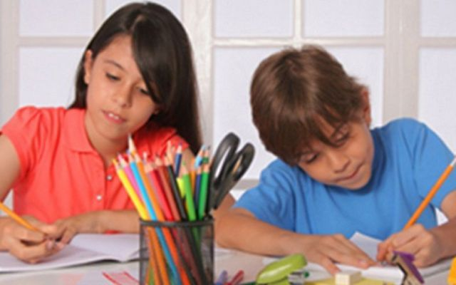 Maggiore concentrazione a scuola dopo l'attività fisica La concentrazione dei bambini aumenta dopo l'attività sportiva. Infatti uno studio dell'Università Foro Italico di Roma, pubblicata su Medicine & Science in Sports & Exercise, dimostra come l'attivit #scuola #sport #compiti #genitori