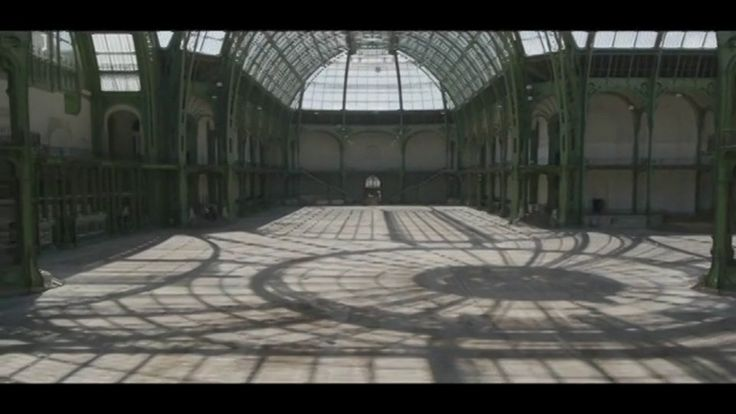 DRONE le grand palais. Tournage du 5 juin 2013 au Grand Palais avec le modèle de drone octocopter (cinestar HL & 3 axis gimbal) équipé d'un ...