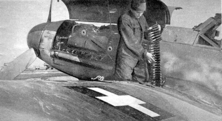 Groundcrew reloading Hungarian Bf 109