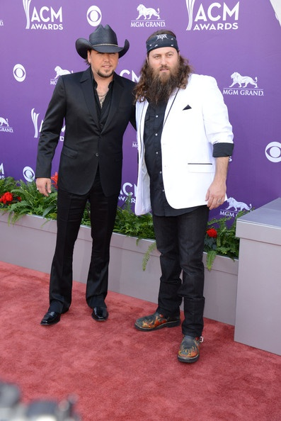 Jason Aldean & Willie Robertson @ the ACM Awards. Can someone please put me in the middle there? :)
