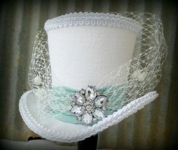 It looks like a wedding cake lol!!