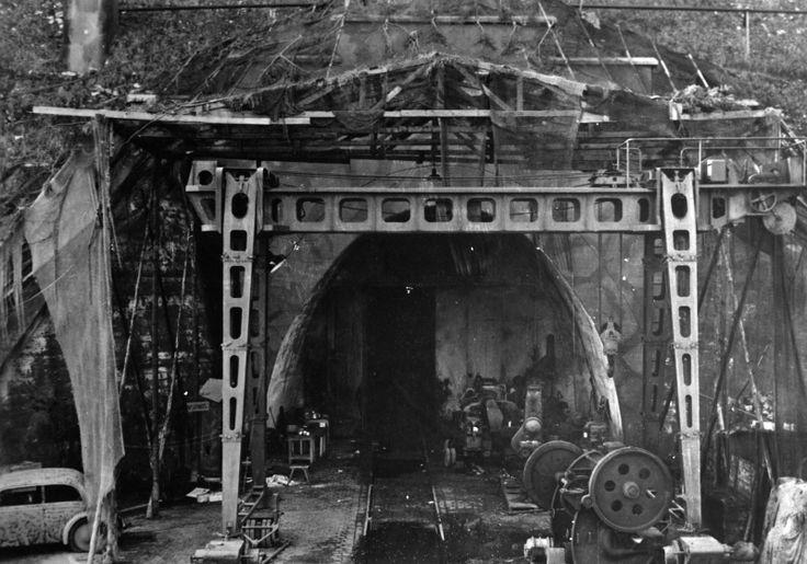 Вход в тоннель немецкого подземного завода Дора-Миттельбау, на котором выпускались ракеты Фау-2