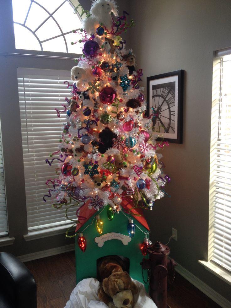https://i.pinimg.com/736x/00/56/c6/0056c68378e8bf8d8434052d89b7f1d8--themed-christmas-trees-christmas-decor.jpg