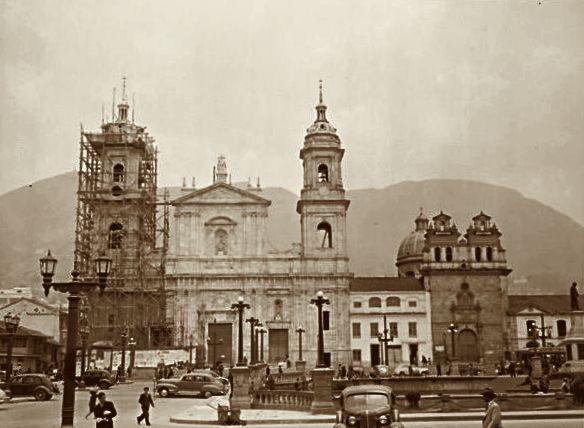 Catedral_de_Bogotá_años_40 - Catedral Primada de Colombia - Wikipedia ... julio de 1810 y de despacho para el Virrey Sámano y Pablo Morillo durante la Reconquista.