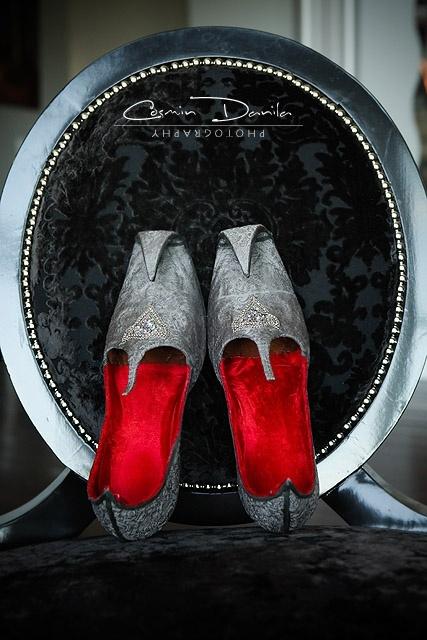 silver jutis for the groom courtesy Cosmin Danila Photography www.shaadibelles.com