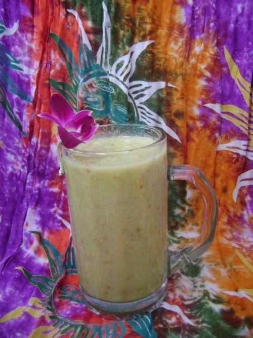 Ingrediente:2 mere1 banana1 lingura de miere1 lingura de polen Se pun la blender impreuna cu un pahar de apa. Este delicios!. Bauturi | SuntSanatos.ro