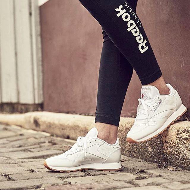 Ein weiterer Klassiker der es auf die Trendpinnwand schafft ist der Reebok Classic CL in weiß. Schicker, sportlicher Schuh, ebenfalls super passend zum Sommer. (Mit Klick aufs Bild findet ihr in günstig zum bestellen.)