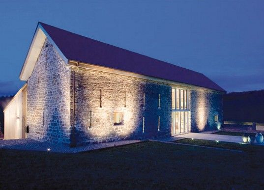 300 Year Old Barn Renovated Into a Modern Yet Rustic Residence - I have always wanted a barn conversion.