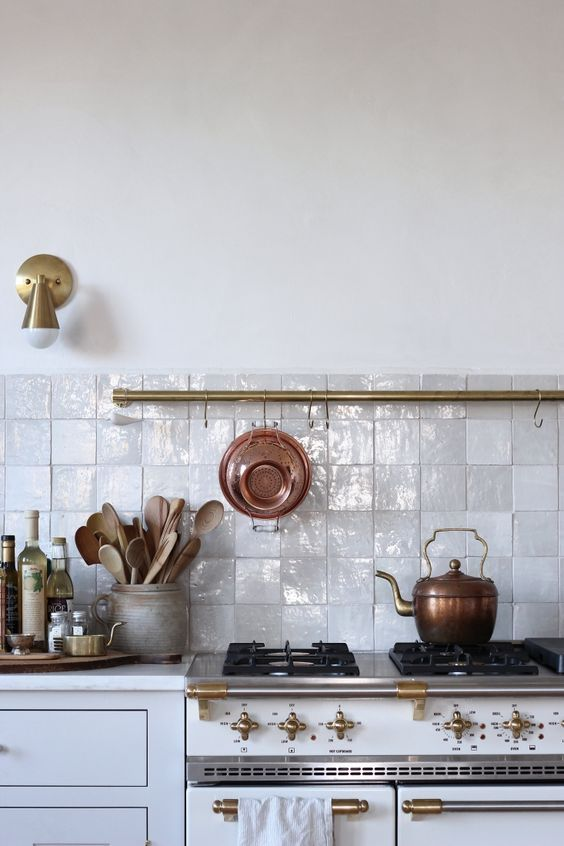𝚉𝙷 | Kitchen combination with Zellige tiles and classic.
