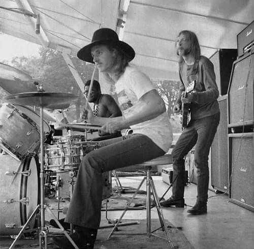 """Allman Brothers - and here it comes... your daily DOSE of duane allman--with claude """"butch"""" trucks and jai johnny johanson (aka jaimoe) playin' that thang... people can you hear it? i KNOW i can!"""