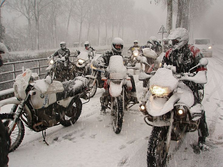 Winter motorcycling gloves - what you need to know.