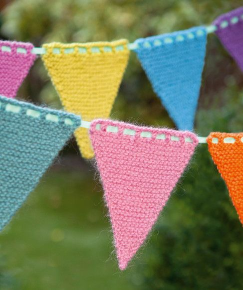 How to Knit Your Own Bunting from The Knitter #bunting #knitting #theknitter