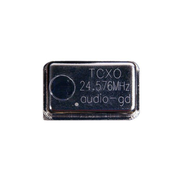 Ce produit est destiné à la nouvelle interface digitale Audio-GD la DI-V22 ainsi qu'a la nouvelle DI-DSP (une autre horloge à 24.576 mhz est nécessaire pour celle-ci Ce module vous permet en effet de changer le quartz d'origine par un modèle TCXO (Temperature Compensated X (Crystal) Oscillator), plus précis faisant baisser de façon sensible le jitter.