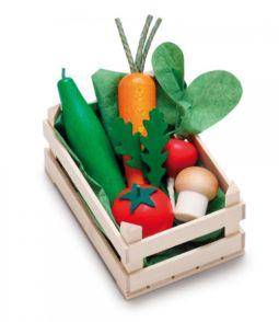 Fin grönsakskorg i trä med 12stycken fina grönsaker i trä och bomull,från tyska Erzi.Antal: 1st korg, 1 morot, 1 tomat, 1 rädisa, 1 gurka, 1 svamp, 2 ruccolabladÅlder: Från 3årStorlek. Korg: 12 x 8 x 6 cm Frukter från 3 - 8 cmFakta: Produkterna är tillverkade inom EU i ett familjeföretag som har all sin tillverkning lokalt i Tyskland. De har en lång tr...