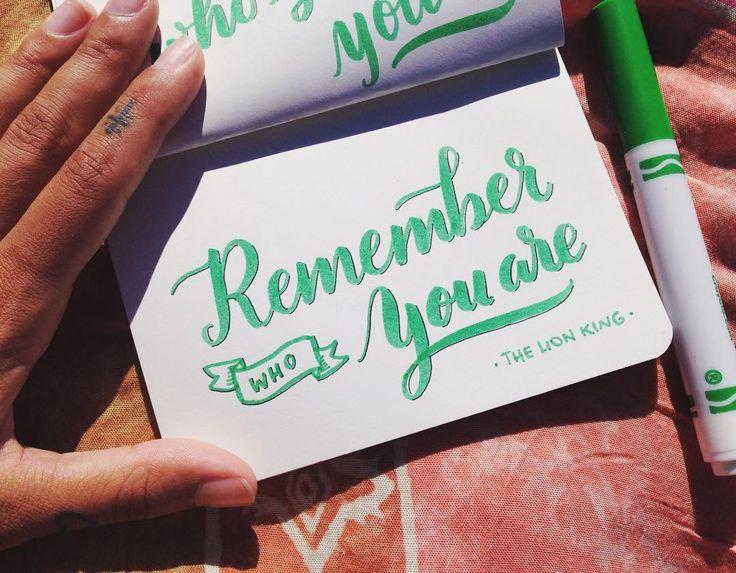 Mini proyecto/ Frases de mis pelis favoritas ✏️ THE LION KING #thelionking #simba #mufasa  #90s #moviequotes #handmade #handtype #handlettered #handlettering #handbrush #lettering #moderncalligraphy #mechudiamante #crayola