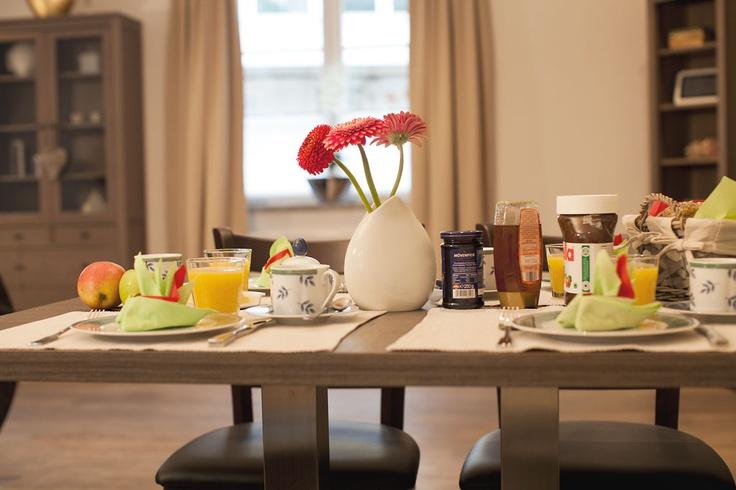 Genießen Sie Ihr Frühstück und starten Sie gestärkt in den Tag! Gerne bieten wir Ihnen unseren Brötchen-Service an!