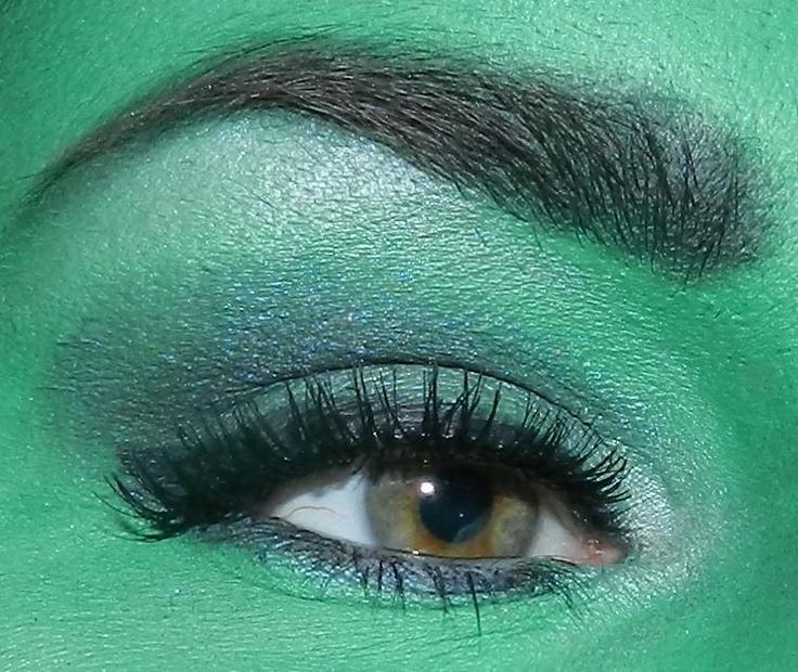 Wicked musical eye make-up look