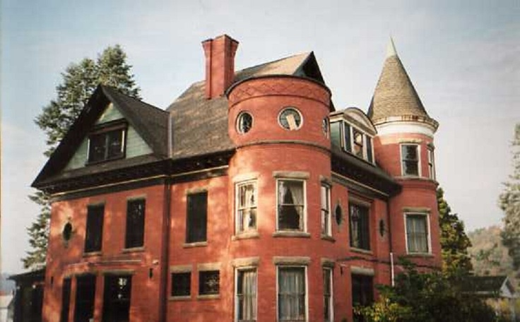 The Farringdon-Pett mansion (The Judge Lewis house) in Coudersport PA.