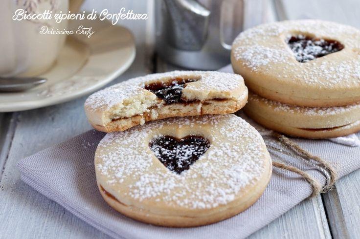 Golosissimi e morbidi Biscotti ripieni di Confettura, quella che preferite e che incontra meglio i vostri gusti. Biscotti belli da vedere e buoni da mangiar