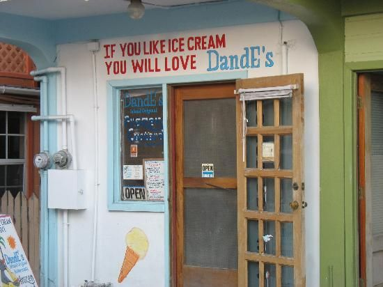 DandE's Frozen Custard and Sorbet. Middle Street, San Pedro