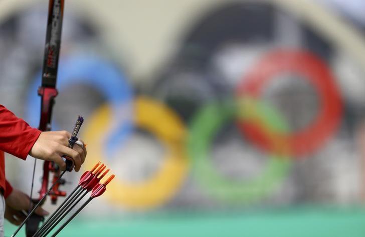 OLYMPICS-RIO-ARCHERY-M-IND 2016 Rio Olympics - Archery - Preliminary - Men's Individual 1/32 Eliminations - Sambodromo - Rio de Janeiro, Brazil - 08/08/2016. Gu Xuesong (CHN) of China picks an arrow. REUTERS/Leonhard Foeger