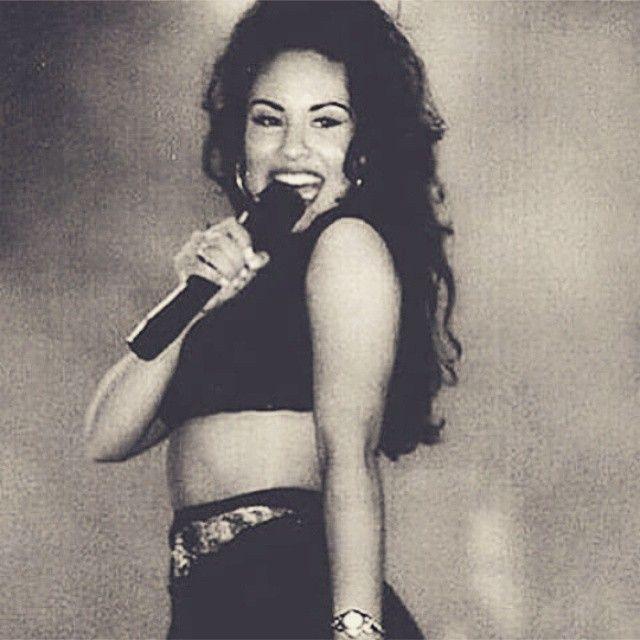 15. Selena abandono la escuela y agarro su GED a los 17 años.