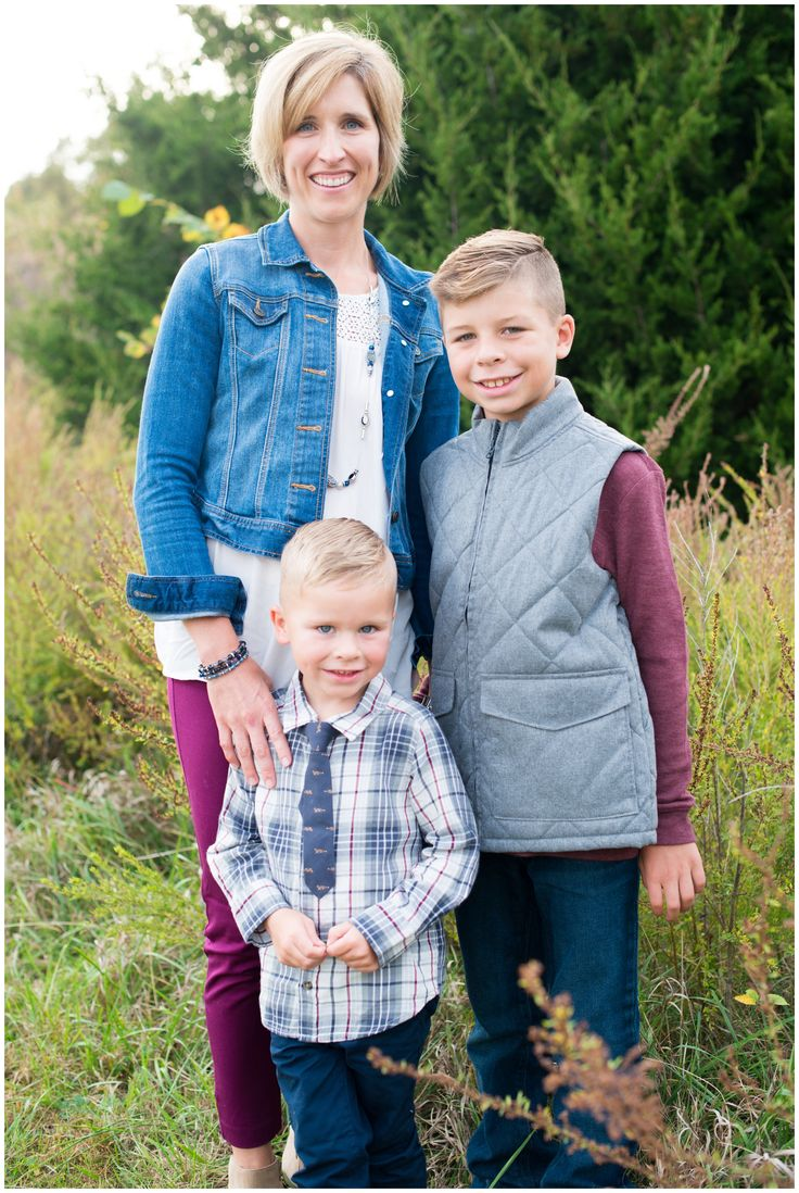 fall and winter family pictures, choosing the right outfits for your family pictures, maroon and navy family outfit inspiration, coordinating your family outfits, floral scarves, braids in family pictures, pine trees and wheat fields, how to pose siblings in family pictures