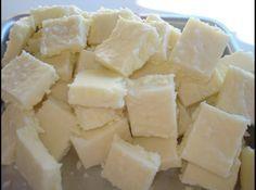 Docinho de Leite em pó   -  1Kg de açúcar refinado ou cristal 250 ml de leite 1 pacote de coco ralado 1 pct ou 400 grs de leite em pó