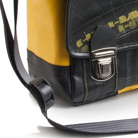 A little retro, reminiscent of old school. Toulouse is a folder that can make unique sudenti and professionals.  €120  http://kheperbags.it/en/1018/Tolosa.htm
