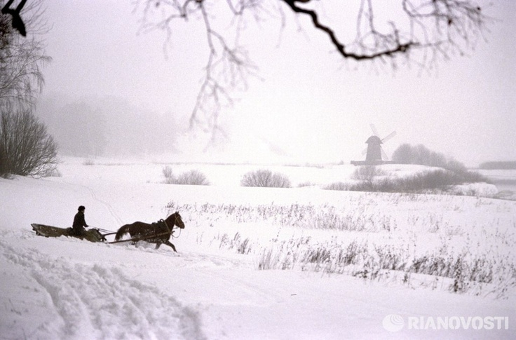 Традиционный русский зимний пейзаж. Снимок сделал Рудольф Кучеров в 1987 году в окрестностях села Михайловское Псковской области