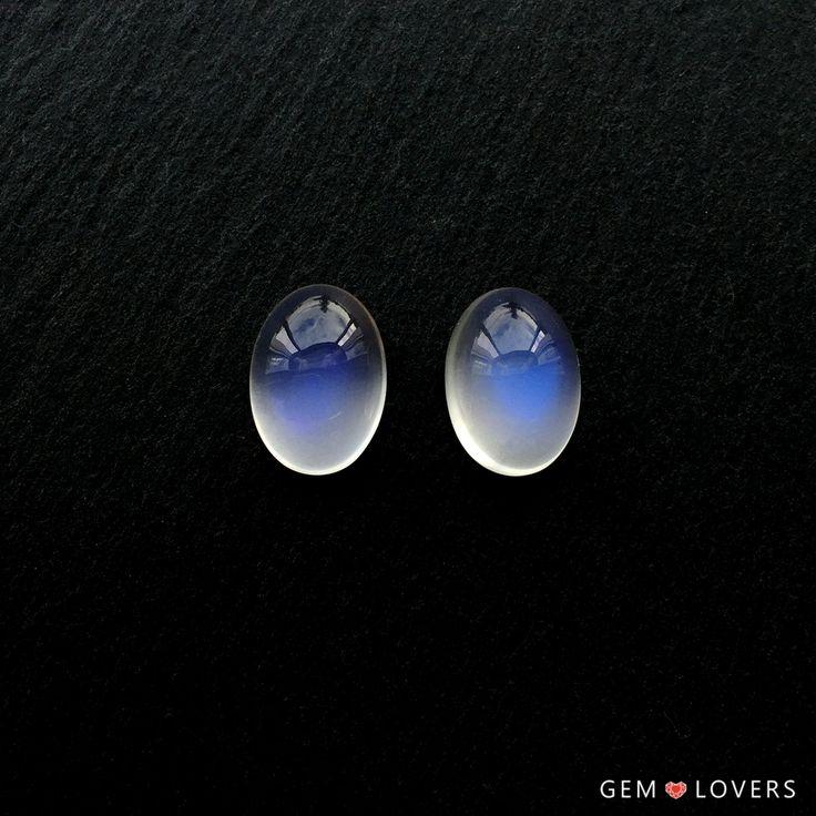 Представляем Вашему вниманию необыкновенный комплект из двухлунных камней. Таинственные, экзотичные камни, рожденные в Танзании, имеют голубоватый цвет, который меняется и сияет при каждом повороте камней. Чудесные лунные камни подталкивают к созданию оригинального гарнитура: кольца и кулона или серег.  Lovely pair of high quality moonstones from Tanzania, nearly 7 ct each. They are perfect for earrings jewelry set.  ✒WA/Telegram/Direct/Viber +7-925-390-20-52 +7-800-555-22-86…