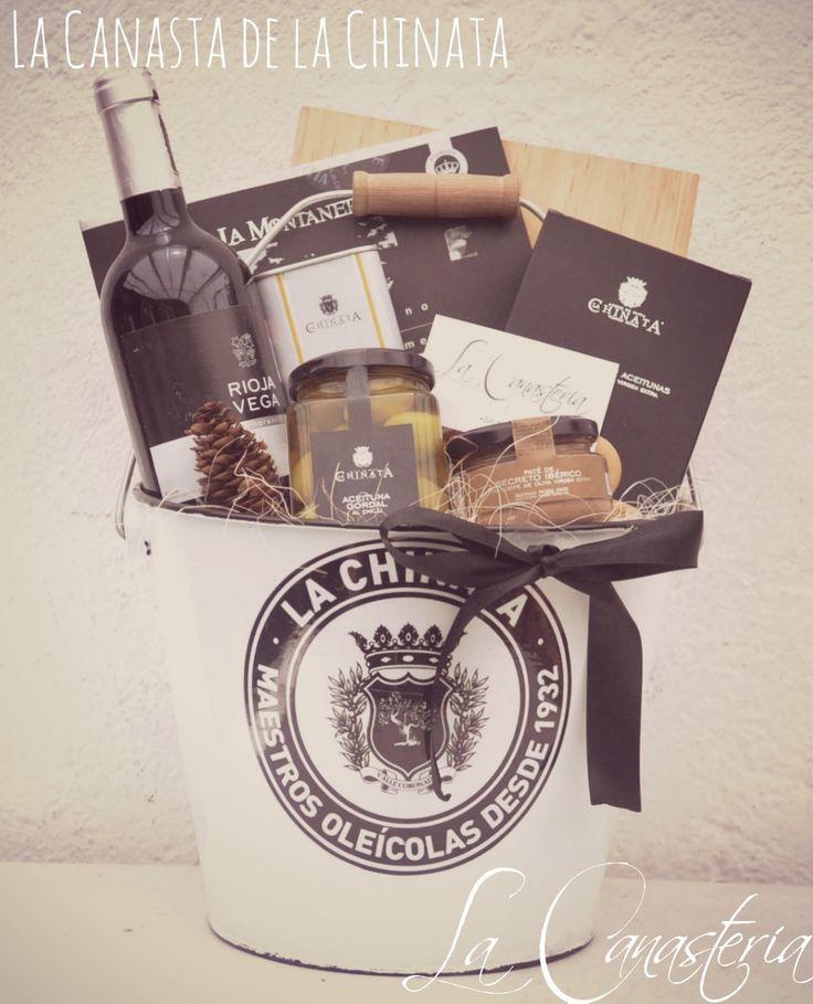 La Canasta de La Chinataes una canasta de regalosúper original en una fina presentación totalmente coordinada con una deliciosa selección de productos de La Chinata para una exquisita degustación…