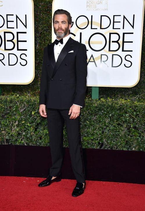 Chris Pine en costume Giorgio Armani pendant la 74ème cérémonie des Golden Globes 2017