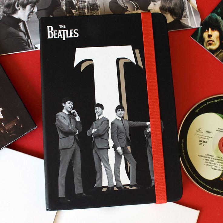Colección Twist & Shout (144 x 210 mm), tapa blanda, 240 páginas, hojas blancas de 100 grs con fotografías internas en blanco & negro de Los Beatles.