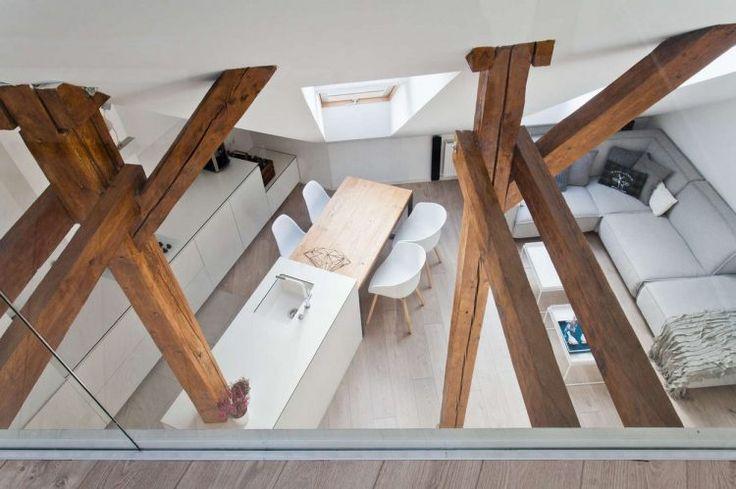 Öreg padlástérből látványos, modern otthon - világos terek, gerendákkal
