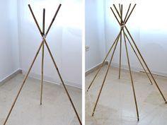 El paso a paso para hacer un Tipi Indio. Un diseño sencillo y perfecto para que los más pequeños de la casa jueguen a hacer cabañas o leer en su interior. ¿Os gustan las tipis?