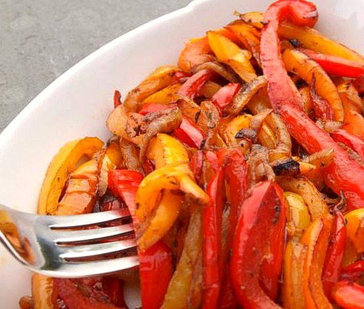 Pimientos caramelizados, en un cuarto de hora los tienes listos para combinar con hamburguesas, verduras o pasta. Te contamos el paso a paso de la receta