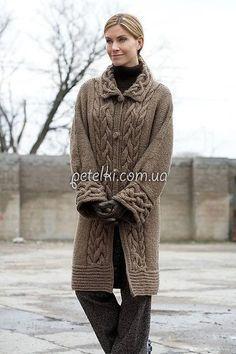 Пальто спицами с планками из кос. Описание, схемы вязания