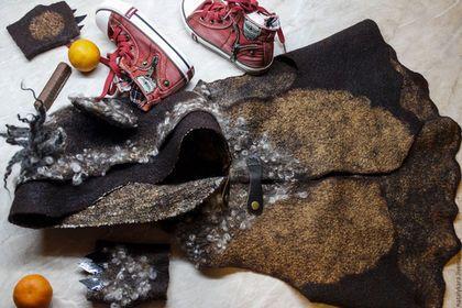 Купить или заказать Жилет валяный для мальчика 'Медвежонок' в интернет-магазине на Ярмарке Мастеров. Детский валяный жилет с капюшоном из итальянского мериноса, вискозы, шелка и флиса. Выполнен в рамках новогоднего костюма 'Медвежонка'. К жилетке прилагаются митенки с 'настоящими' когтями - на фото 4 - полный джентльменский набор…