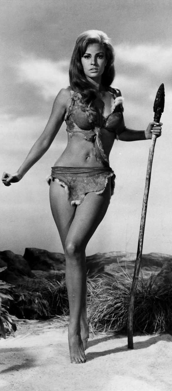 My ideal bod. Remember when women were revered for REAL curves & waistlines? Raquel Welch