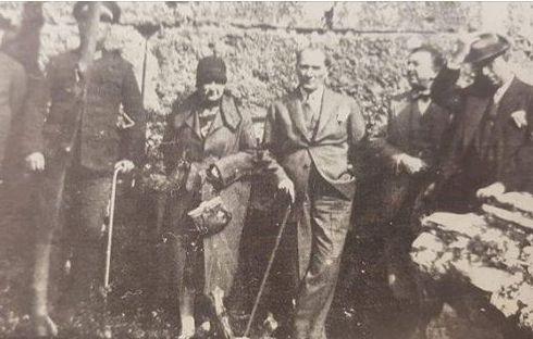Antalya Aspendos Antik Tiyatrosu Önü.