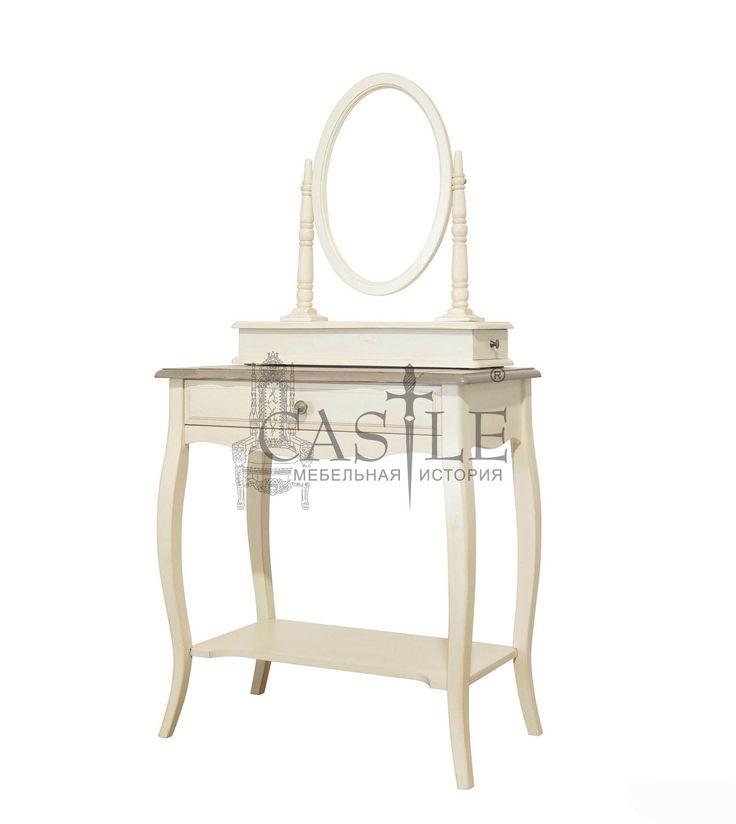Туалетный столик из массива бука с зеркалом. Фигурные ножки, художественная резьба по дереву ручной работы. Для хранения предусмотрен один выдвижной ящик и полка в нижней части стола. Исполнен в белом цвете с патиной. Туалетный столик станет не только украшением интерьера спальни, но и незаменимым помощником для каждой женщины, ведь теперь все косметические принадлежности будут всегда под рукой и на своем месте. Прекрасно впишется в интерьер спальни с иле Прованс или Кантри.