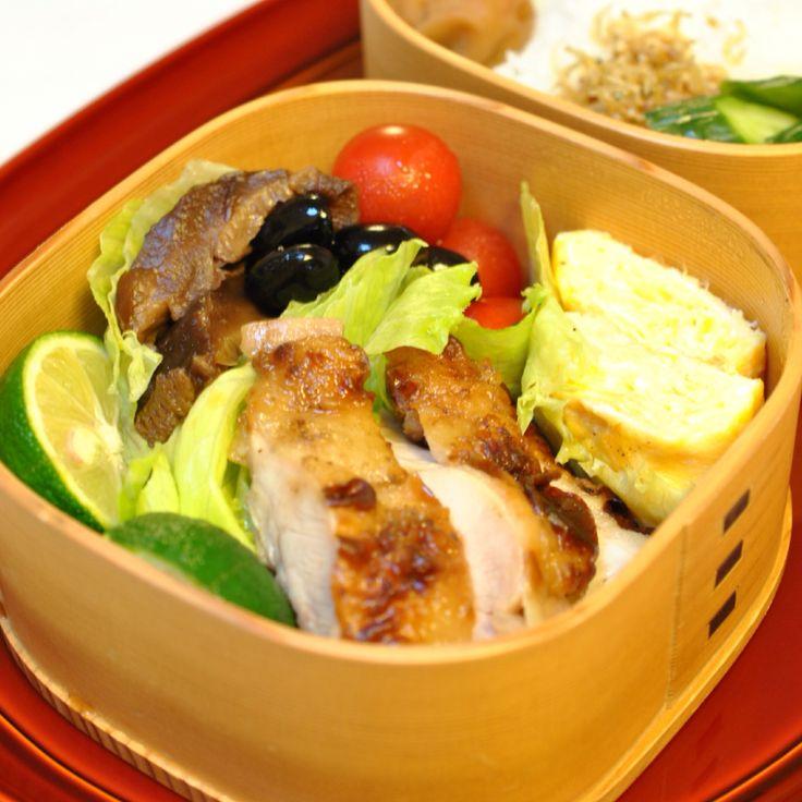 お弁当 *鶏肉ソテー *玉子焼き *椎茸甘辛煮 *黒豆 *プチトマト