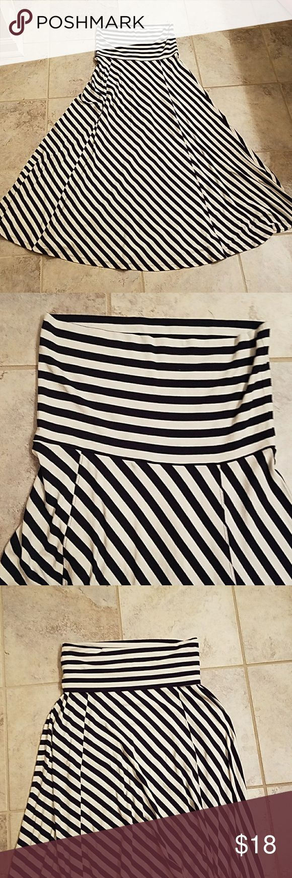 Maxi Skirt/dress Gap navy blue and white stripped maxi skirt or dress. Top part can be folded to wear as a skirt, or reguar to be worn as a tube top dress. Slinky material, has stretch! Perfect like new condition, 95% Viacom and 5% spandex/elastane GAP Skirts Maxi