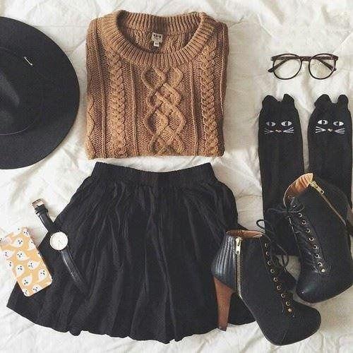 quelque chose pour l'automne #mode #jupe #chandail #collines #chaussettes