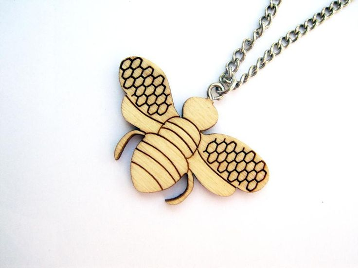 Collana con pendente ape in legno laser cut di Settembrina su DaWanda.com