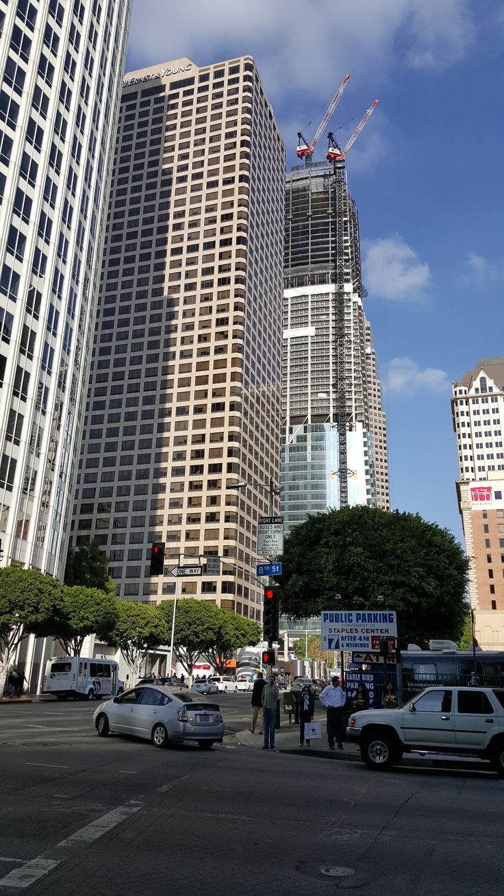 Under construction: the Wilshire Grand Tower on Wilshire and Figueroa.