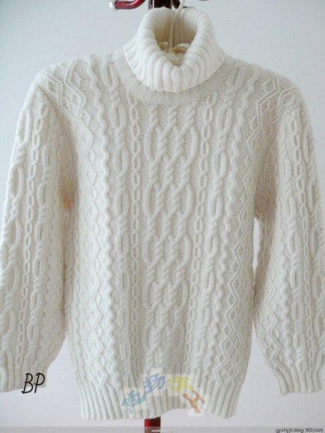 Мужской белоснежный свитер с аранами.