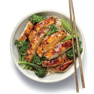 How to Make Lemon Chicken Teriyaki Rice Bowl | Craving a rice bowl from your favorite Chinese restaurant but can't spare the calories? This citrus-infused chicken teriyaki bowl tastes like takeout but comes in under 450 calories, and it's ready in less than an hour!